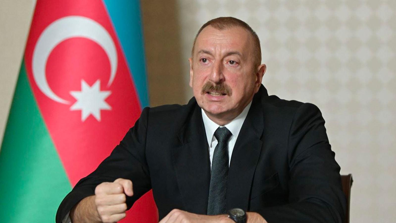Aliyev duyurdu! Hudaferin Köprüsü'ne Azerbaycan bayrağı dikildi