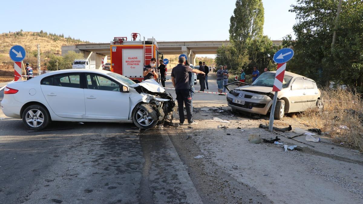 İki otomobil çarpıştı, 2'si ağır 4 kişi yaralandı