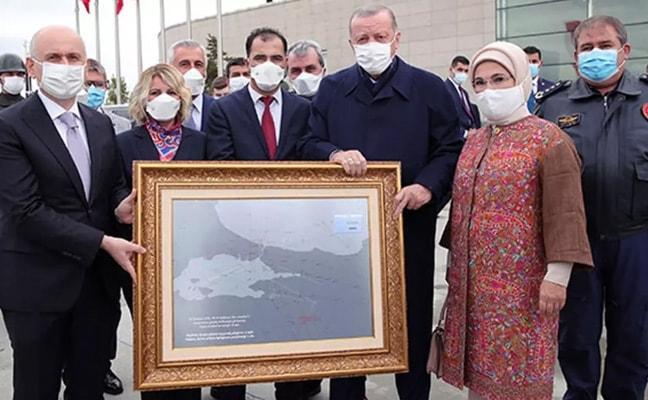 Başkan Erdoğan'a anlamlı hediye! FETÖ'nün alçak girişimindeki gece uçağı o rotayı çizmişti