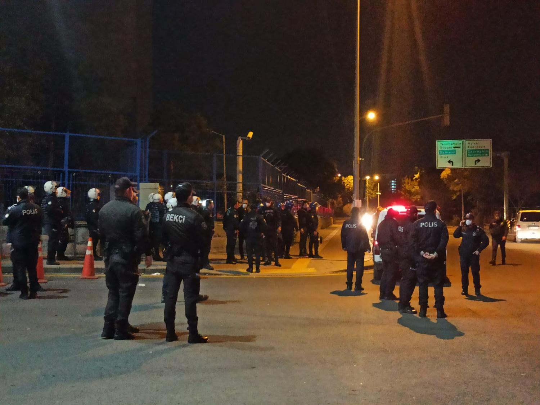 Ankara'da hastaneye taşlı saldırı! Çevik kuvvet ekipleri 20 kişiyi gözaltına aldı
