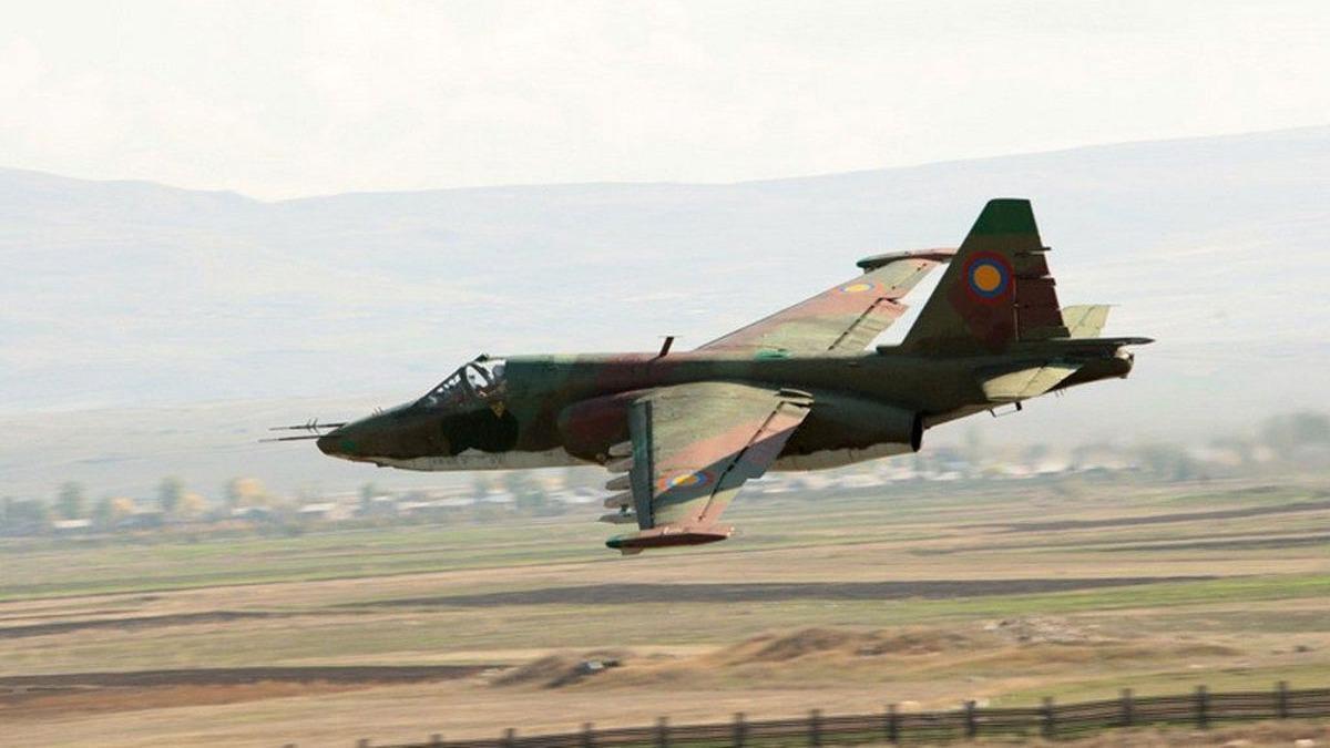 İşgalci Ermenistan'ın bir SU-25 savaş uçağı daha düşürüldü!
