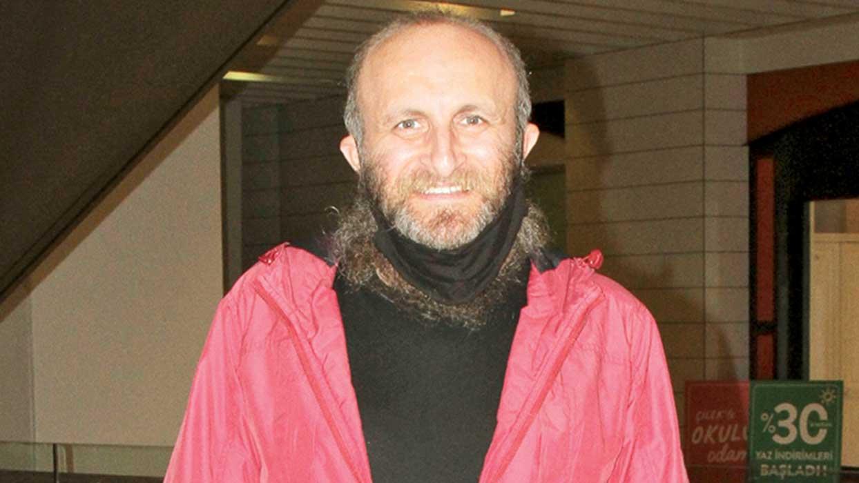 Oflu Hoca tiplemesiyle tanınan Çetin Altay film için sakallarını kesmiyor