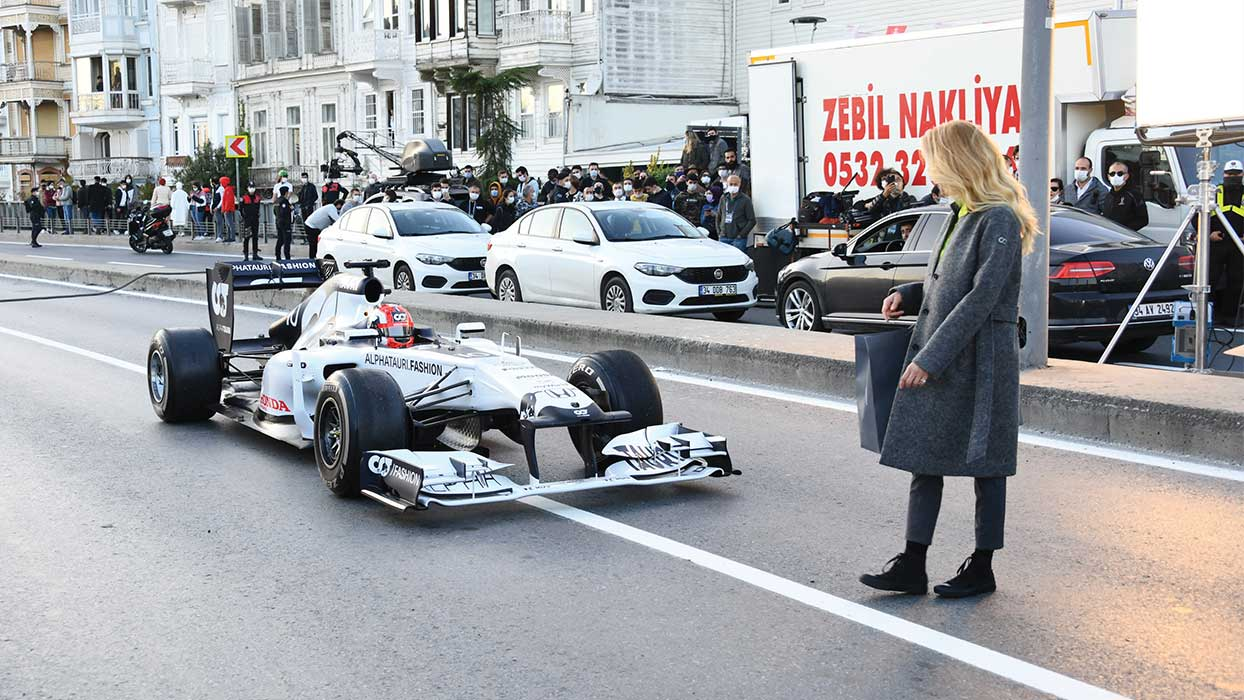 Burcu Esmersoy'dan F1 aracıyla çekim