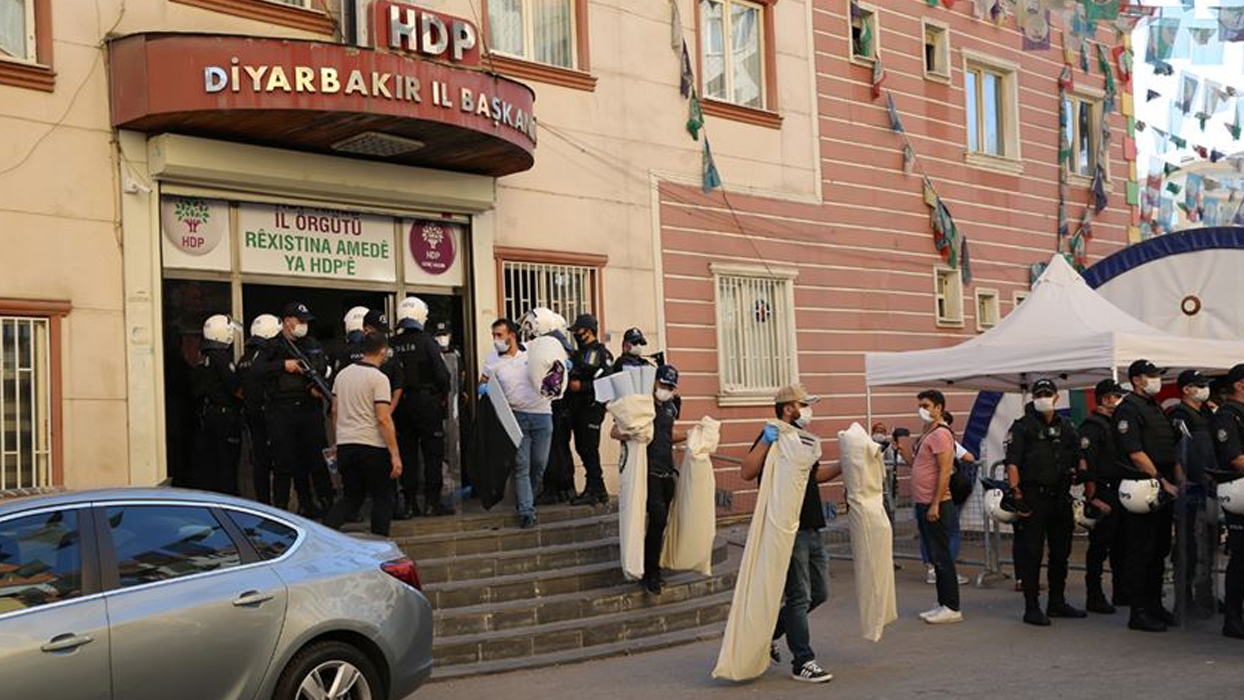 Birçok saldırının faili teröristlerin ve yakınlarının bilgileri HDP binasında ele geçirilen ajandadan çıktı