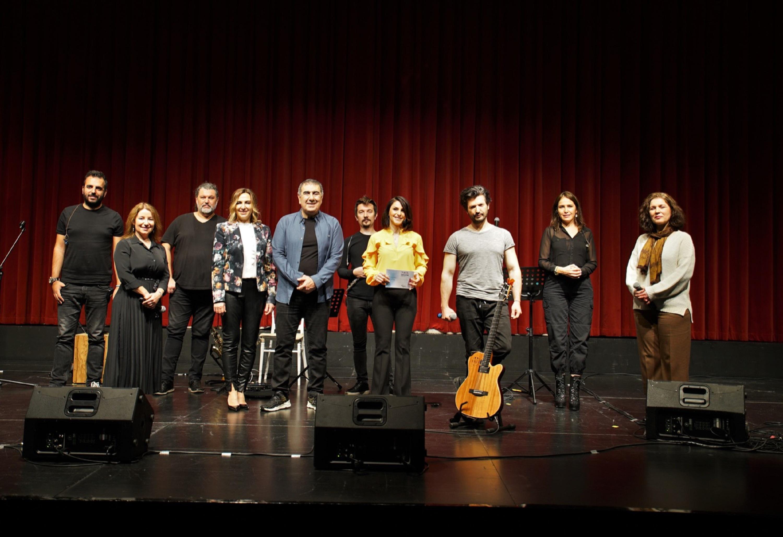 Metin Özülkü ve eşi Eda Özülkü'den sağlıkçılara 'Acil Müzik' konseri