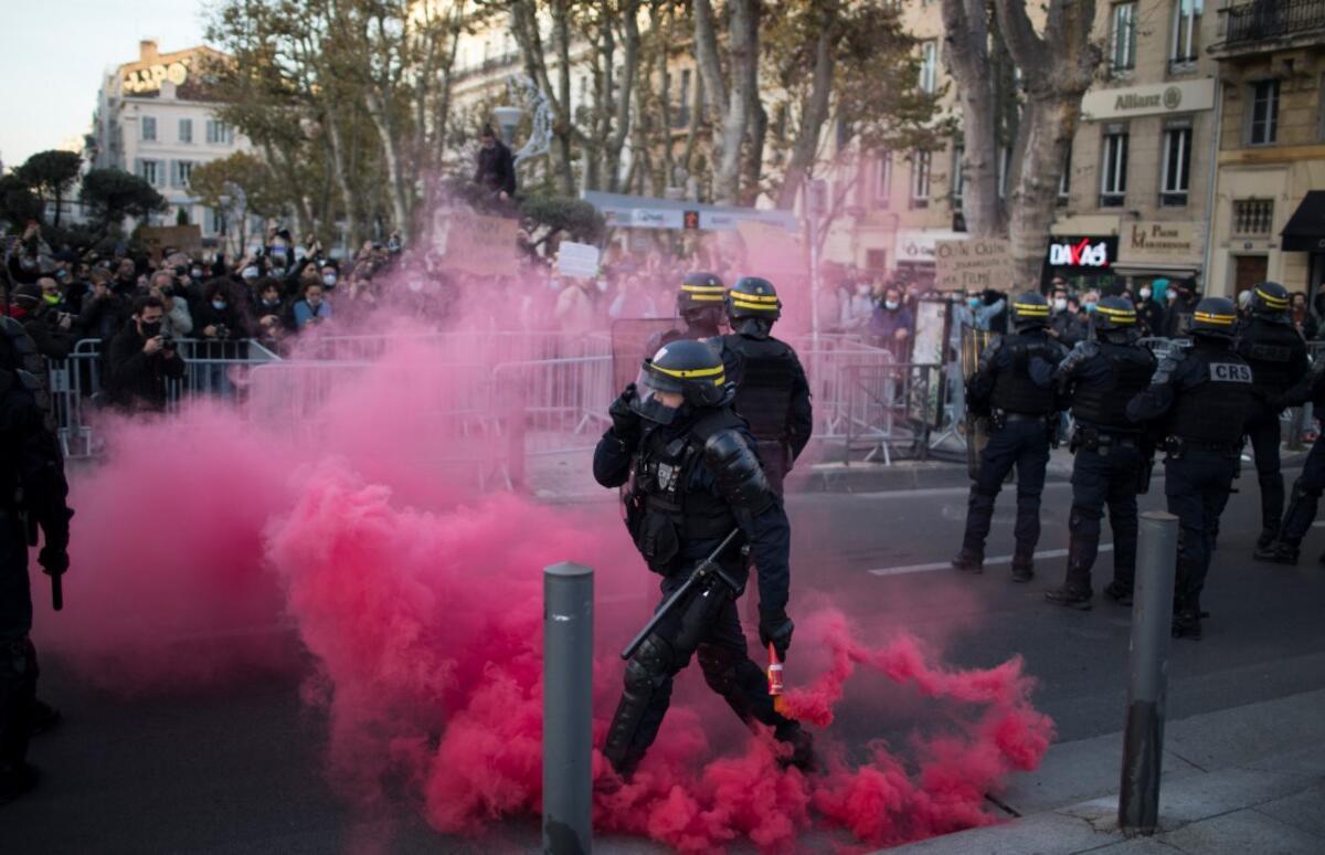 Fransa'da sokaklar karıştı! Macron bizi korumuyor