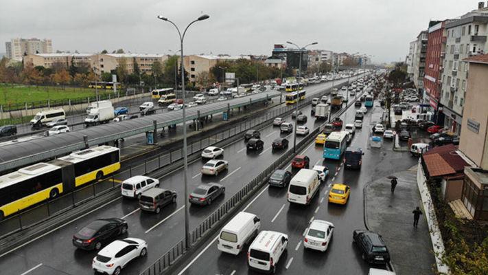 Kısıtlamaya saatler kala E-5 karayolunda trafik yoğunluğu oluştu