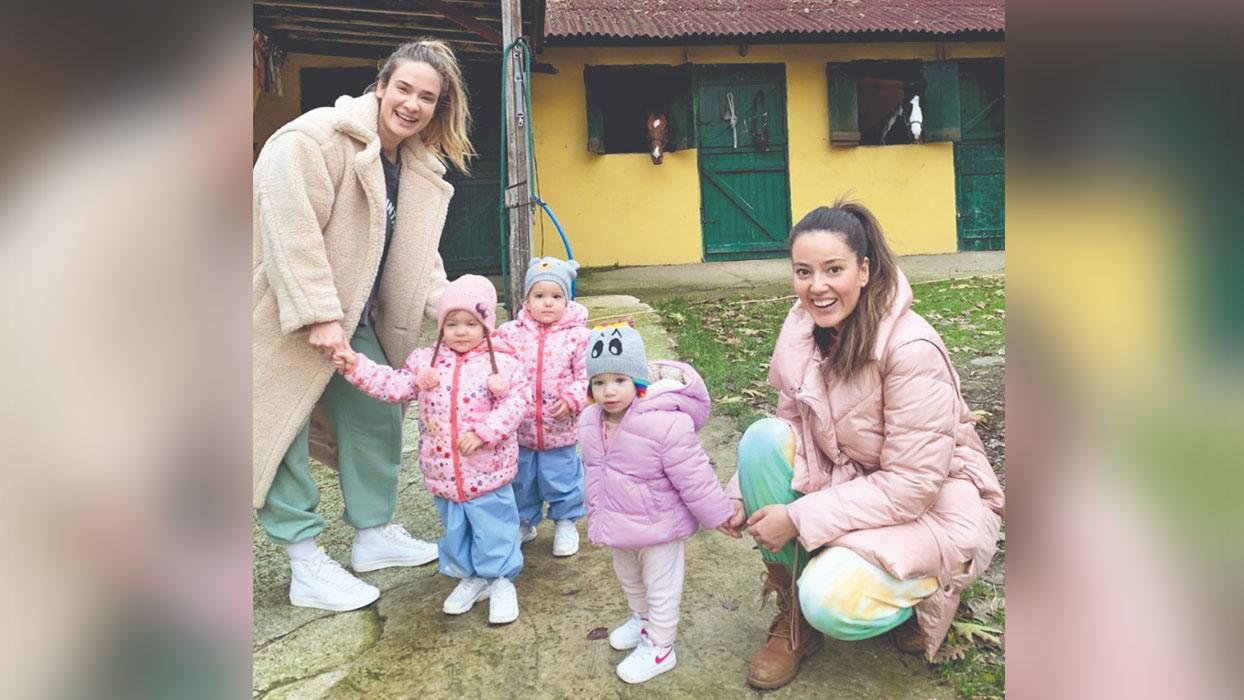 Pelin Akil ile Müge Boz'un bebeklerle keyifli günü