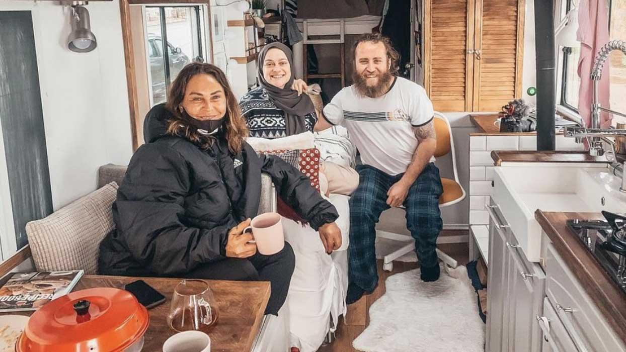 Hülya Avşar'dan sürpriz karavan ziyareti