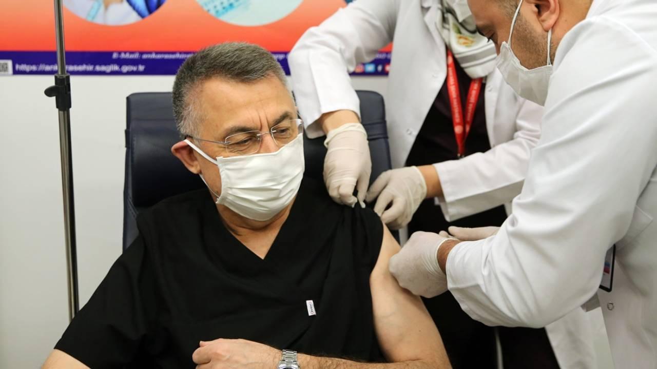 Cumhurbaşkanı Yardımcısı Fuat Oktay, koronavirüs aşısı oldu