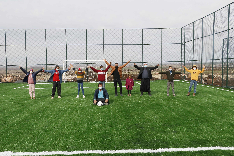 Köylülerin tenis kortu heyecanı