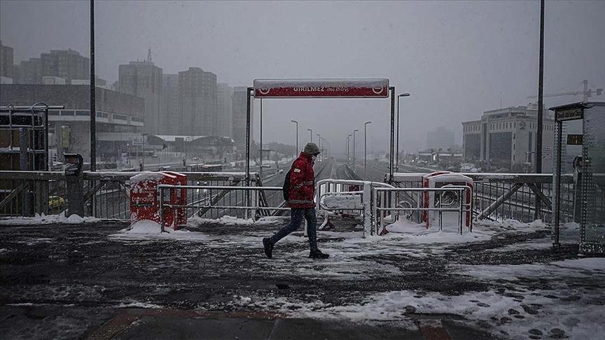 Kar yağışı İstanbul'u etkisi altına almaya başladı