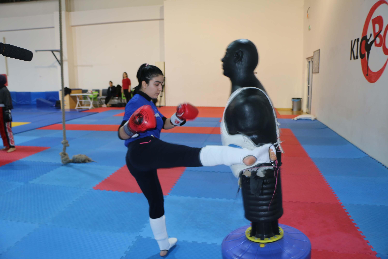 Şiddete karşı kick boks