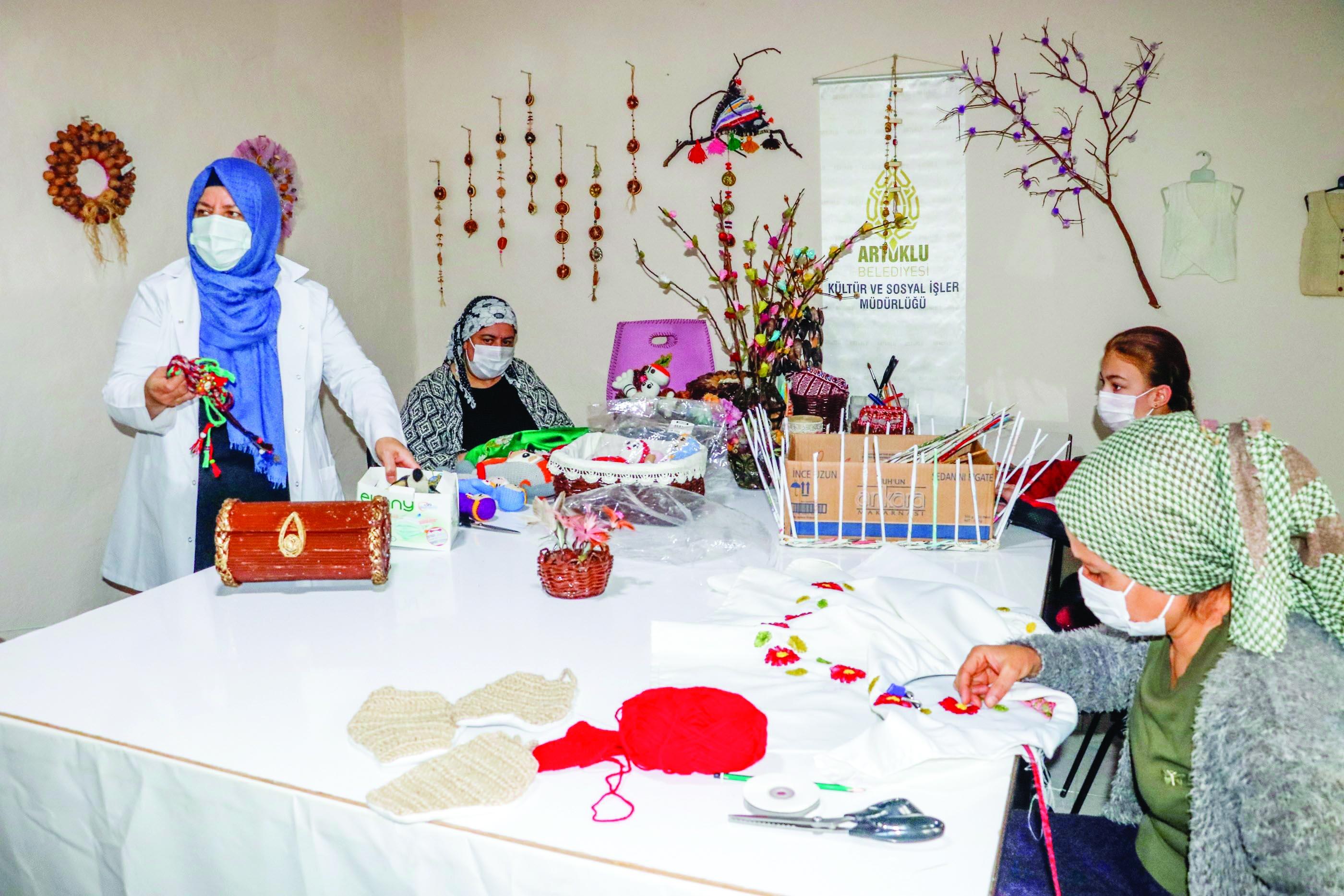 Artuklu'da 1100 kadın meslek sahibi oldu