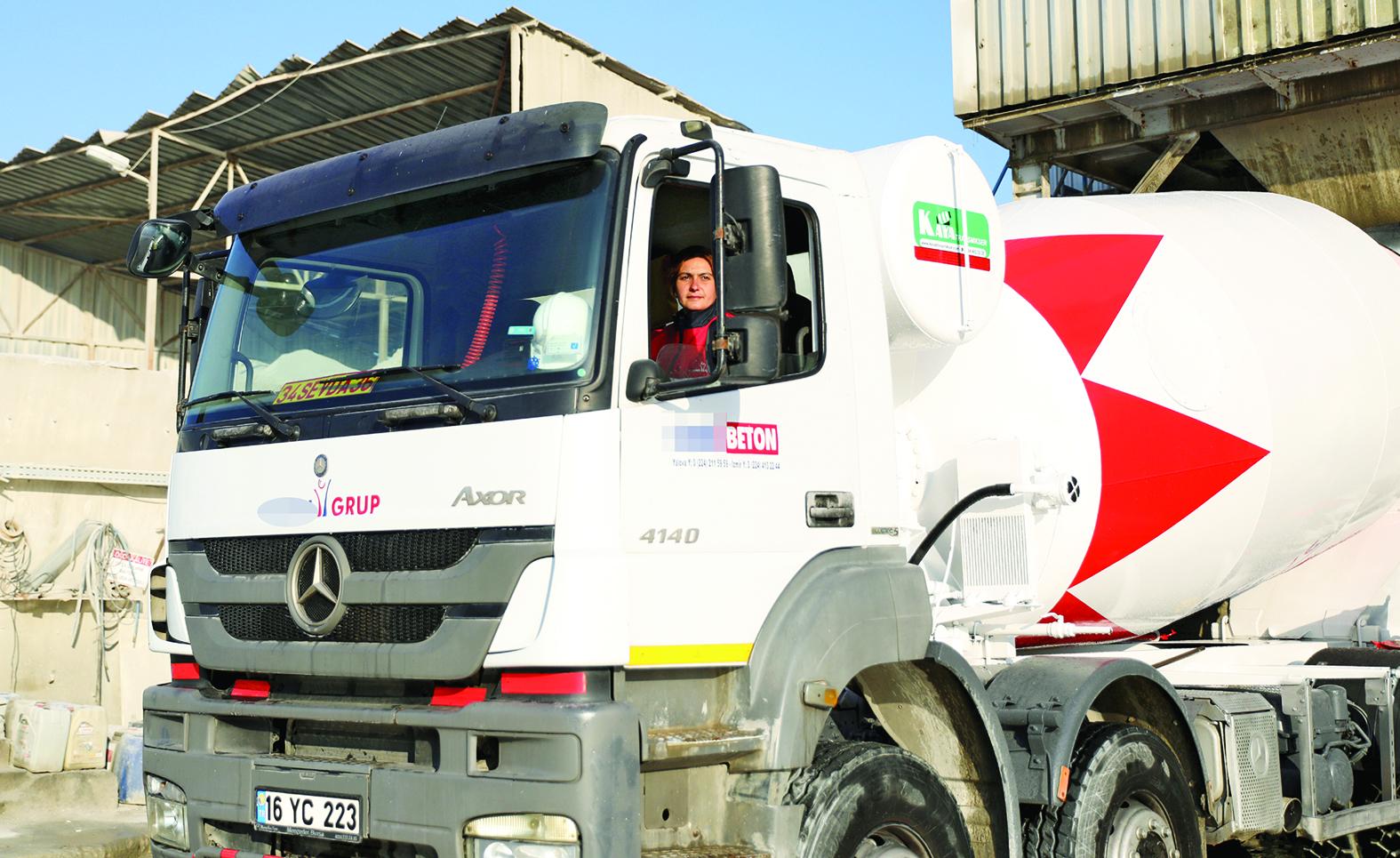 30 tonluk beton mikseri kadın şoföre emanet