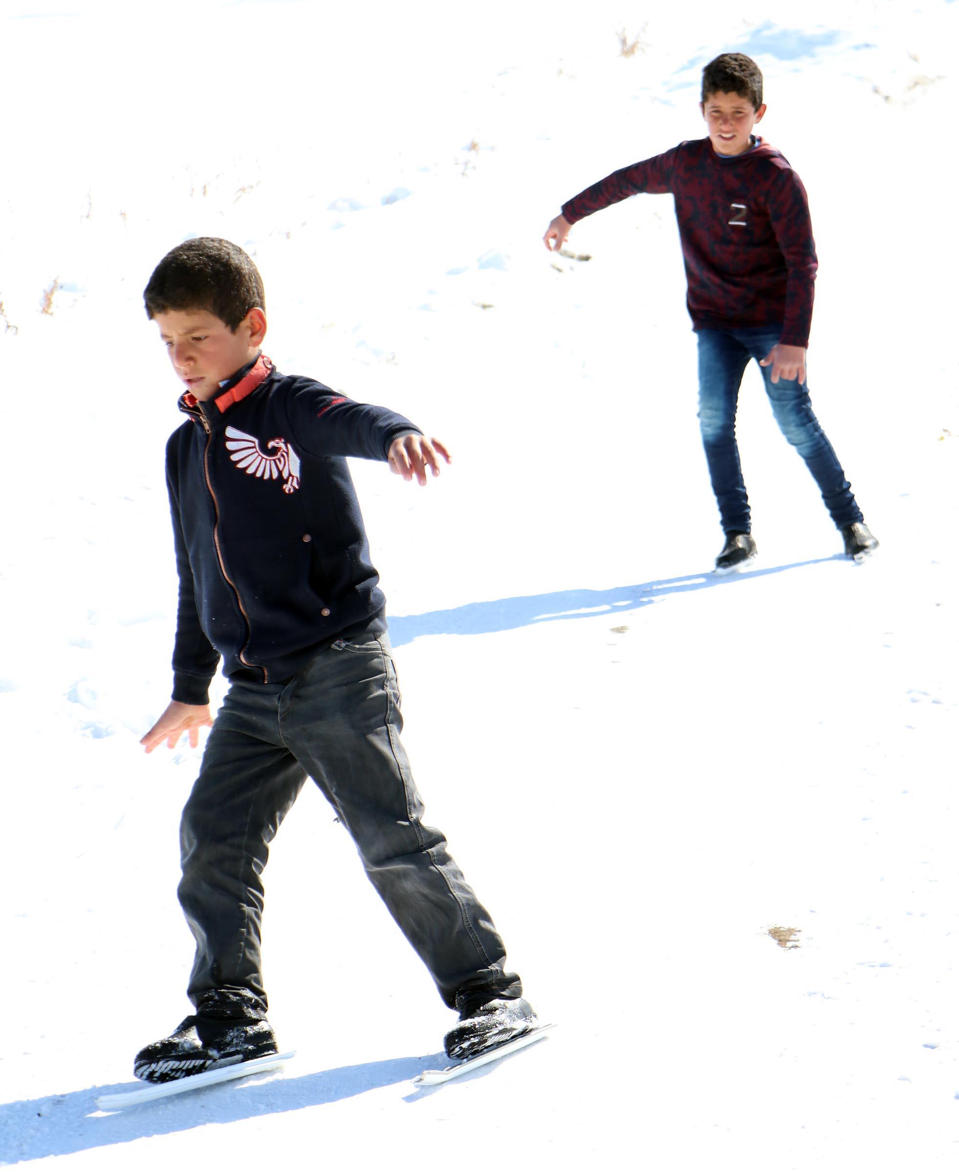 Kornişli kayak keyfi Palandöken'e komşular ama gidemiyorlar