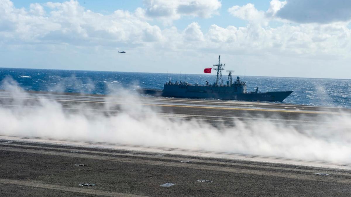 MSB fotoğrafları paylaştı! TSK Doğu Akdeniz'de