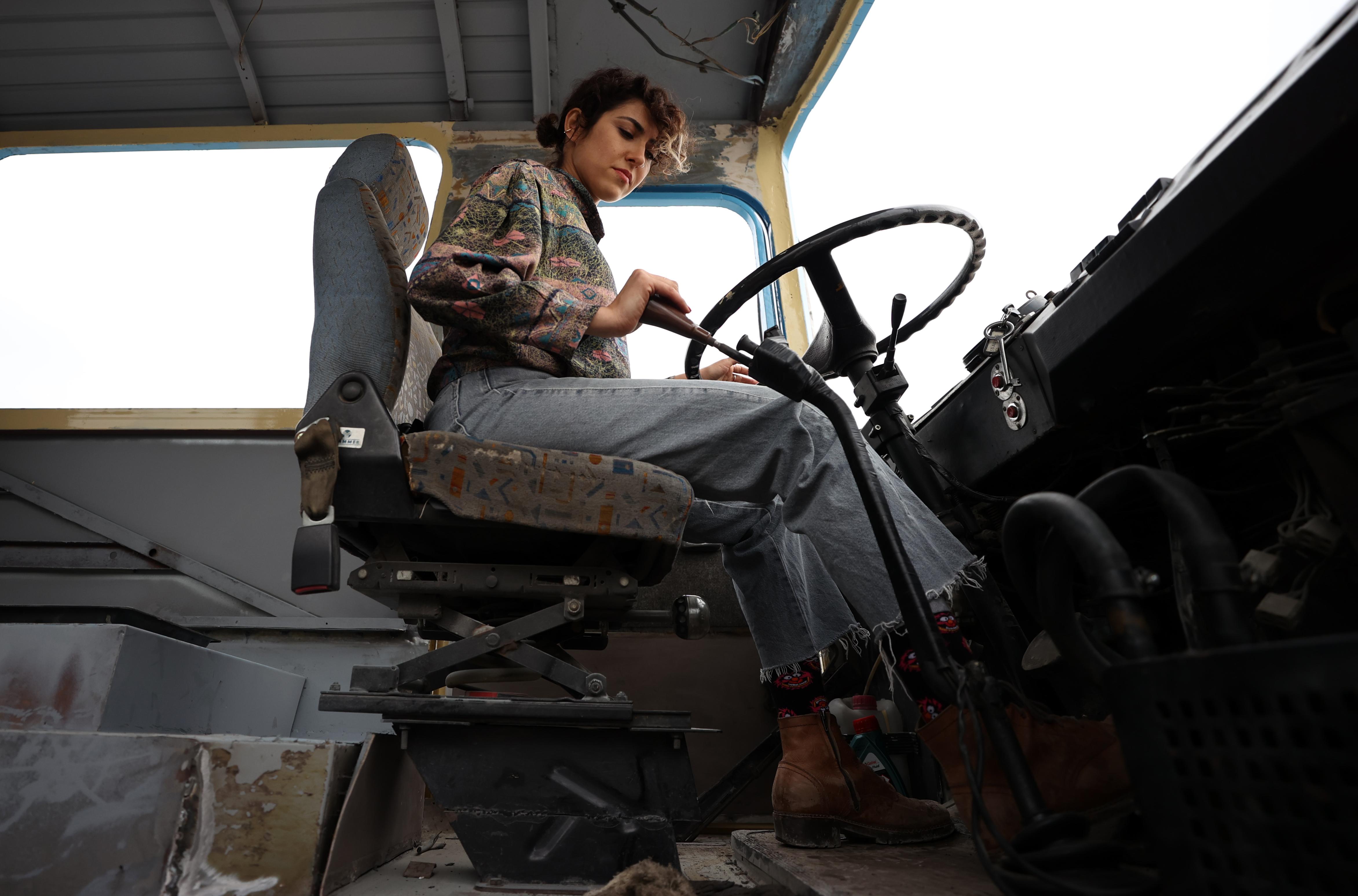 45 yaşındaki otobüsü karavana dönüştürüyor  Hayallerinin peşinden karavanla gidecek!
