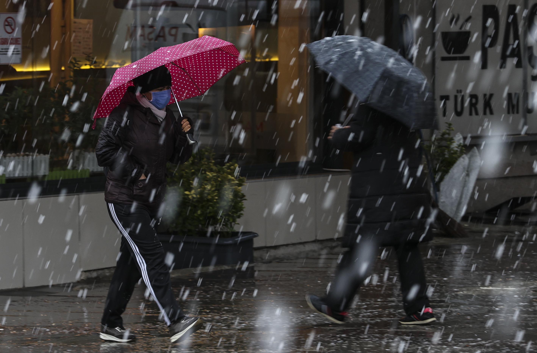 Meteoroloji bölge bölge uyardı: Sağanak, kar ve fırtına...