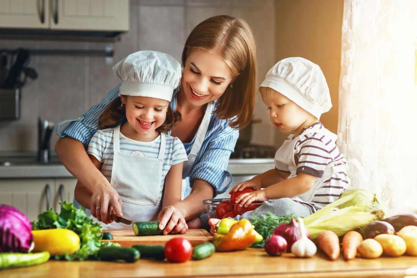 Sağlıklı beslenmede çocuğunuza rol model olun