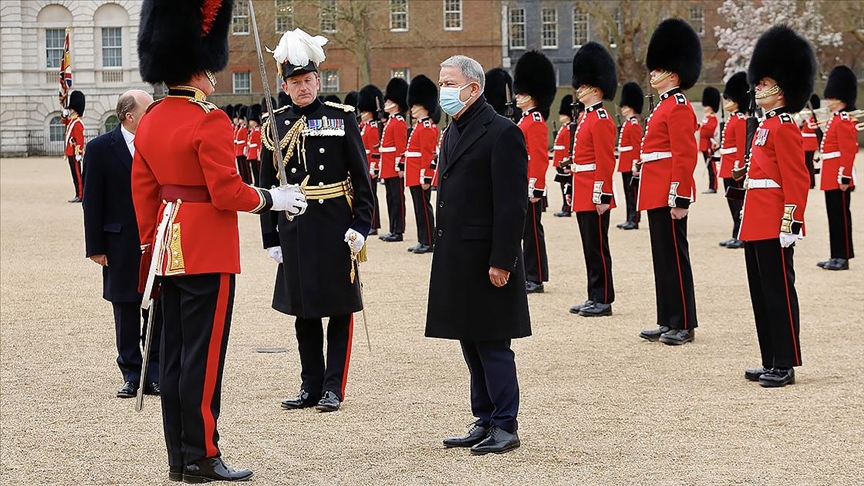 Milli Savunma Bakanı Hulusi Akar, İngiltere'ye ziyarette bulundu