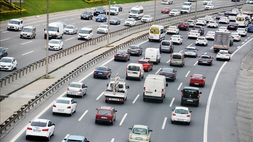 İstanbul'da sokağa çıkma kısıtlaması öncesi trafikte yoğunluk oluştu