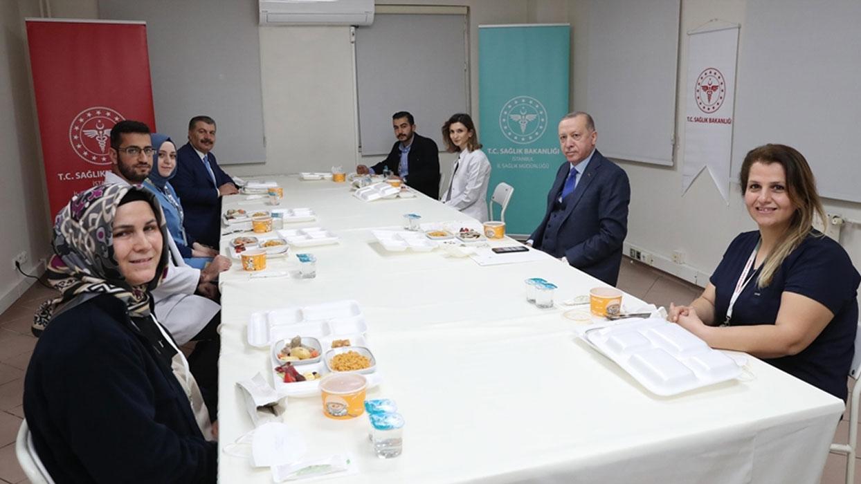 Başkan Erdoğan sağlık çalışanlarıyla iftar yaptı