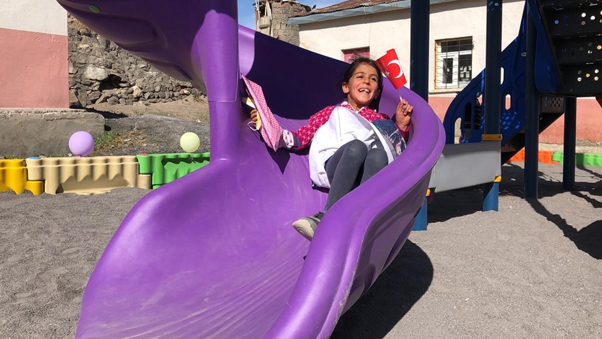 Köy çocuklarının 'Umut Parkı' sevinci