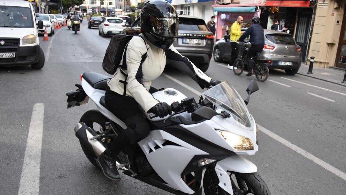 Motosiklet tutkunu yenge!