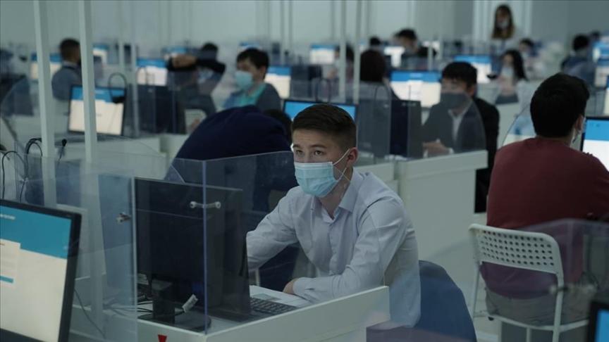 Kazakistan'da üniversiteye giriş sınavı ilk kez elektronik ortamda yapılıyor