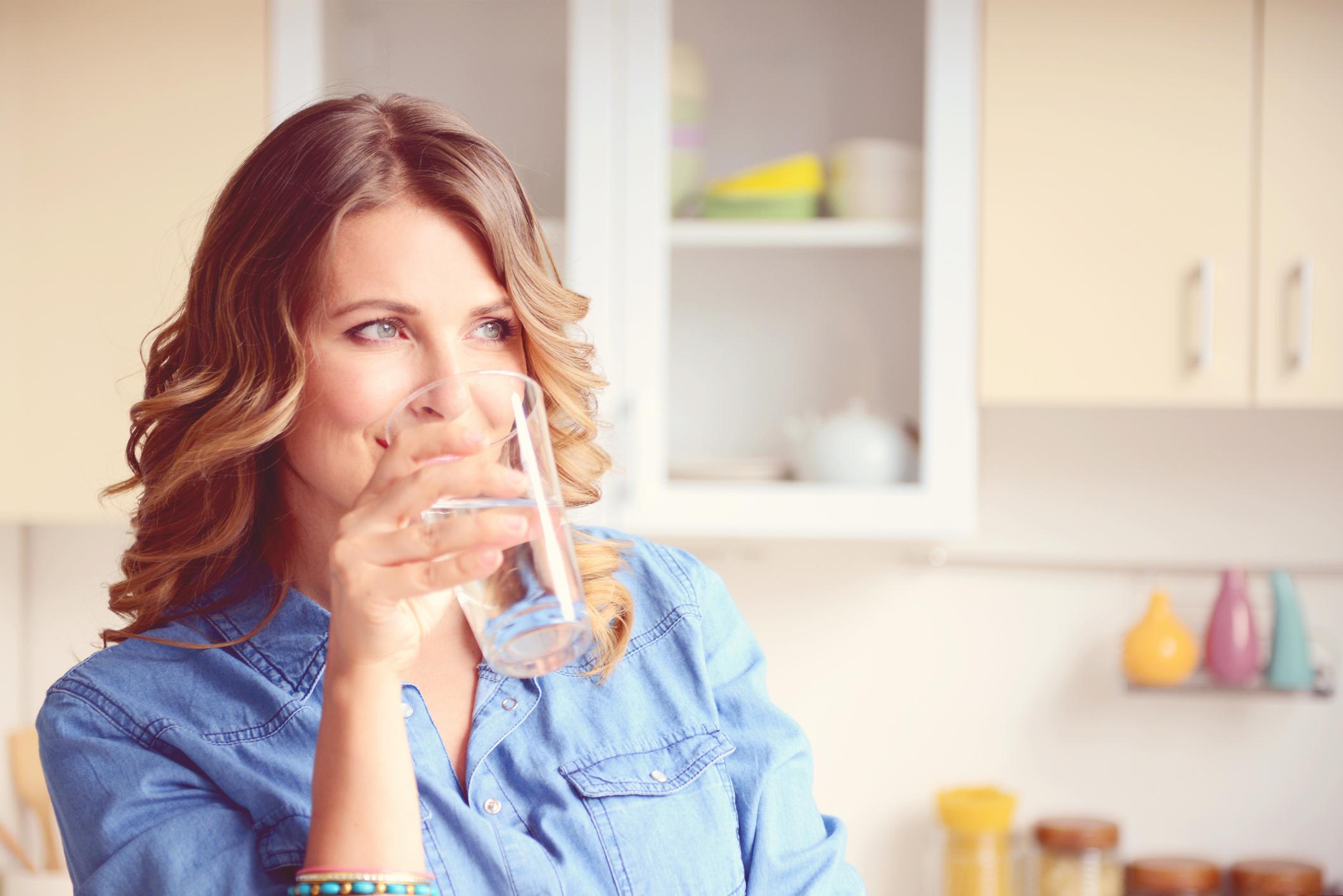 Alkali su içerek yaşlanmayı geciktirin