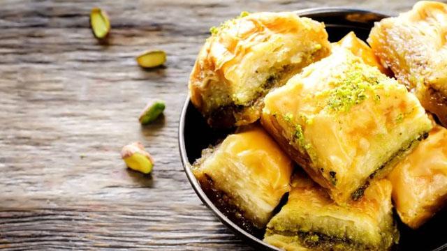 Bayramda tatlı sonrası bir dilim peynir tüketin