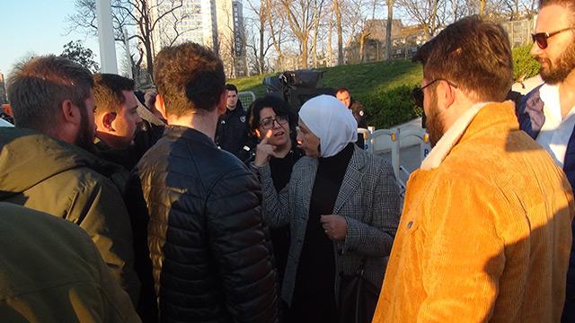 Taksim'de yabancılar birbirini soydu