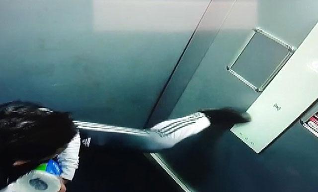 İstanbul Esenyurt'ta asansörde tepki çeken görüntü