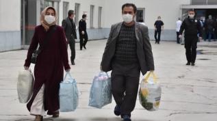 Erzurum'da taburcu edilen Koronavirüs hastaları alkışlarla uğurlandılar