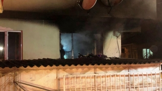 Karantinada olan yaşlı çiftin evi yandı