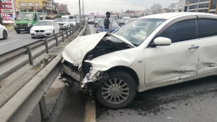 E-5'te trafiği kilitleyen kaza