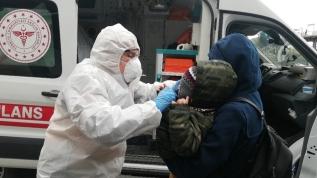 Metrobüse alınmayıp ambulansla götürüldüler