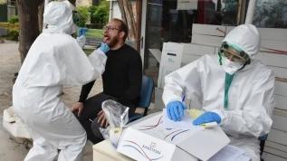 İzmir'de bir garip olay sokakta koronavirüs testi şaşırttı