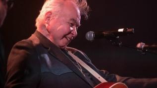 Grammy ödüllü müzisyen koronavirüsten öldü