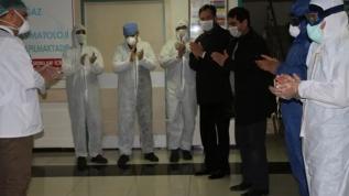 Koronavirüsü yenen Kıızltepeli kardeşler alkışlarla taburcu oldu