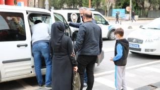 Anne ve baba 10 yaşındaki çocuğunu dışarı çıkardıkları için ceza yedi