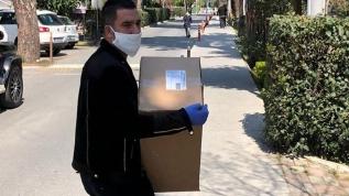 Arda Turan'dan örnek davranış! Canlı yayında açıklamıştı... Maske yardım dağıtımına başladı