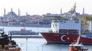 """Doğu Akdeniz'de hidrokarbon arayan ilk yerli sondaj gemimiz """"Fatih"""", Haydarpaşa Limanı'na demirledi"""