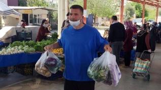 Lukas Podolski pazardan alışveriş yaptı