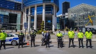 Oktay'dan görev başındaki polislere ziyaret