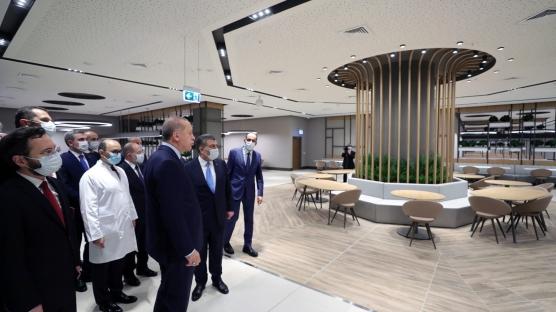 Başkan Erdoğan'dan Başakşehir Çam ve Sakura Şehir Hastanesi'nde inceleme