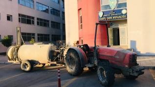 Adana'da çiftlikten traktör gasp eden 2 zanlıdan biri tutuklandı