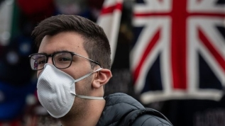 İngiltere'de koronavirüs ölümleri 37 bin 460'a çıktı
