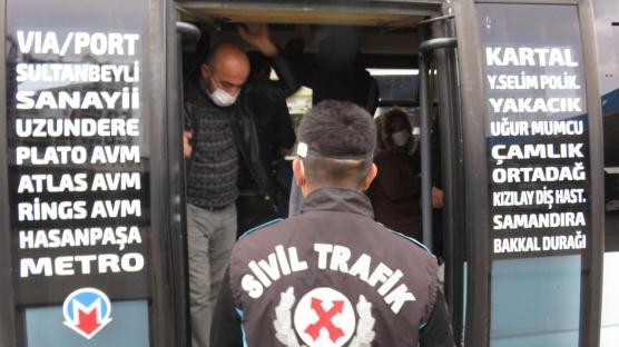 İstanbul'da fazla yolcu taşıyan minibüslere ceza kesildi: Herkes işine gidiyor yapacak bir şey yok